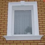 Обрамление окна декором LEAR