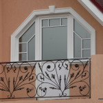 Украшение окна декором LEAR
